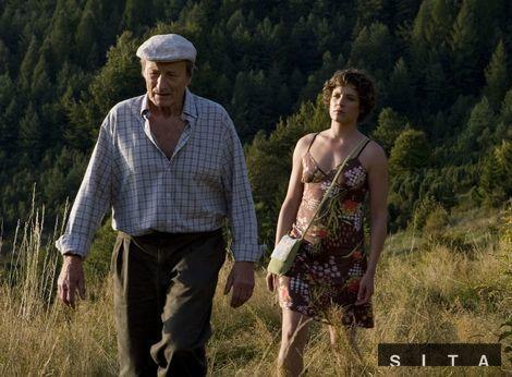 Radek Brzobohatý a Katharina Lorenz v jednej zo scén slovensko-nemeckého filmu Návrat bocianov.