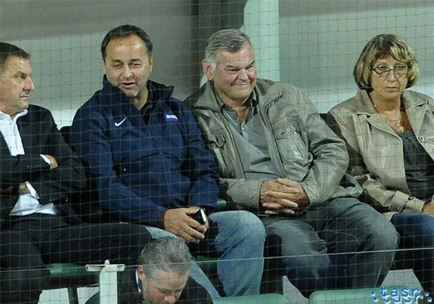 Duel Skalice s Popradom si nenechal ujsť ani tréner slovenskej hokejovej reprezentácie Vladimír Vůjtek s manželkou Magdalénou, či Otto Sýkora, generálny manažér slovenskej hokejovej reprezentácie.