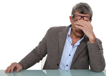 shutterstock únava - unavený muž - znížená hladina testosterónu