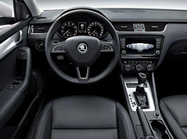 Octavia ponúkne rekordné priestorové hodnoty v interiéri a k tomu najmodernejšiu bezpečnostnú výbavu. Vrátane multikolíznej brzdy či radarového tempomatu.