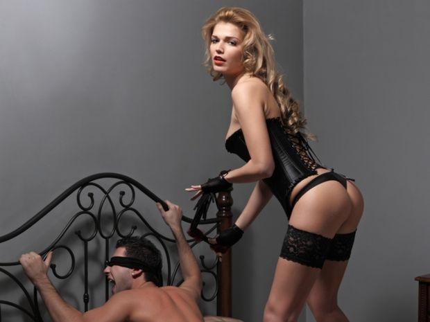 zakřivení dominatrix sex v sexu