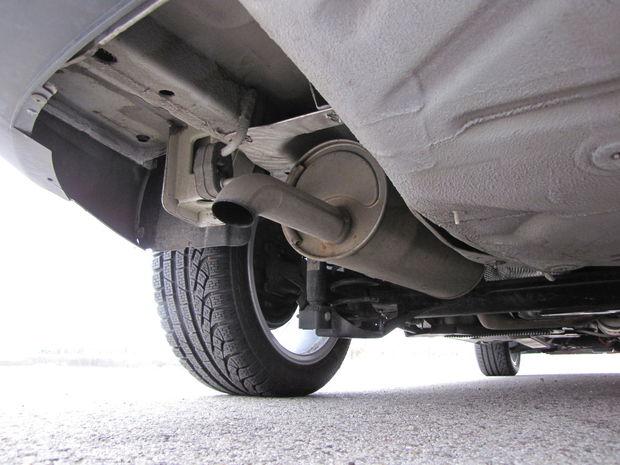 Výfuk končí hlboko pod autom. Jednoduchá zadná náprava by mala spoľahlivo a bez vôlí slúžiť dlhé roky.