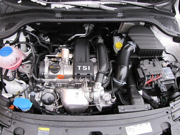 Motor 1.2 TSI má rozvody poháňané reťazou. Koluje v ňom 3,9 l motorového oleja, ktorý by ste mali meniť každých 30 000 km/2 roky. Za mnohými problémami tohto motora podľa nás stojí príliš dlhý servisný interval.