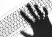 kriminalita, internet, zlodej, dáta, klávesnica, hacker, internetový útok, malvér, spyware