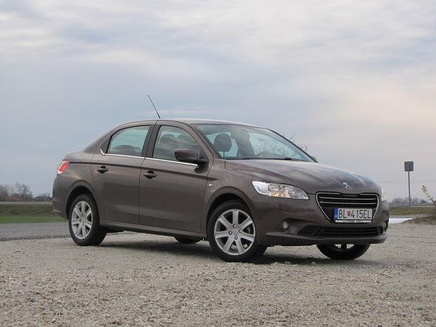 Autá sa neustále zväčšujú, Peugeot 301 tak rozmermi prekonáva aj legendárny Peugeot 405 (auto kedysi patriace do segmentu strednej triedy).