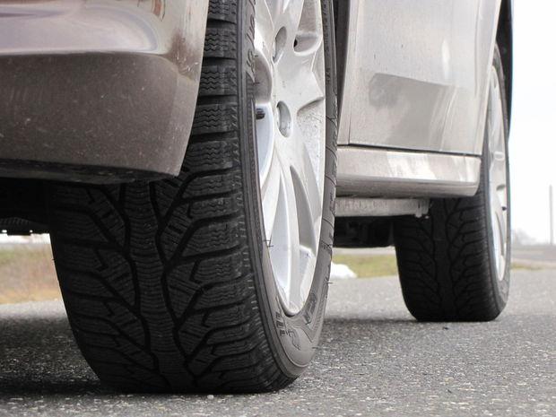 Ak sa radi ukazujete, Peugeot vám k najvyššej výbave za ďalších 200 eur rád ponúkne aj tieto 16-palcové zliatinové disky kolies. Testované auto bolo obuté na pneumatikách Kleber Krisalp HP2 s rozmermi 195/55 R 16.