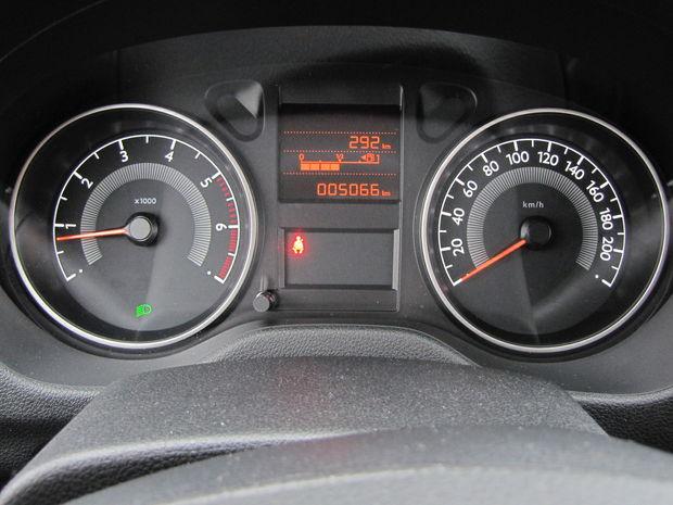 V tomto sú Francúzi majstri, naftová aj benzínová verzia majú rovnaké otáčkomery s červeným poľom začínajúcim na 5000 ot./min.