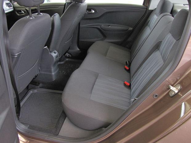 Zadné delené sedadlo je k dispozícii až od druhej výbavy (Active). V základnej výbave Access bude sedadlo nedlené.