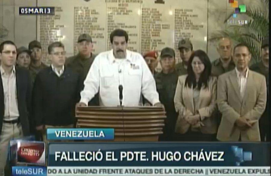Venezuelský viceprezident Nicolás Maduro v televíznom vysielaní oznámil, že prezident Hugo Chávez je mŕtvy. Počas prejavu ho sprevádzali vysoko postavení členovia vlády.