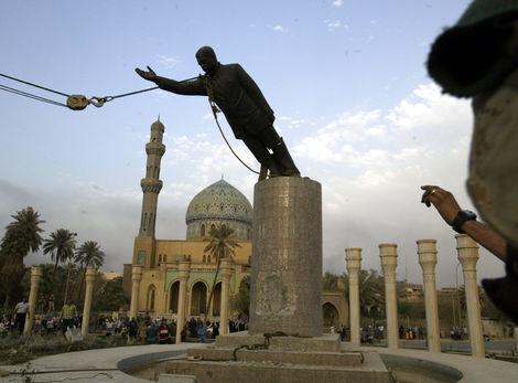 Irak-saddam-americania-vojna-armada-socha-clanok