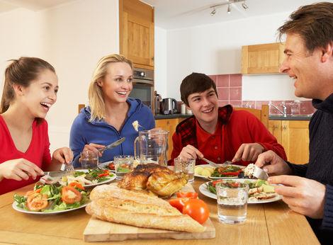 Obed-jedlo-rodina-rodinny-strava-kuchyna-jedalen-clanok