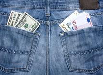 Doláre, euro, rifle, peniaze