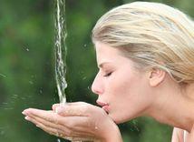 voda, pitný režim, smäd, tekutina, osvieženie, občerstvenie