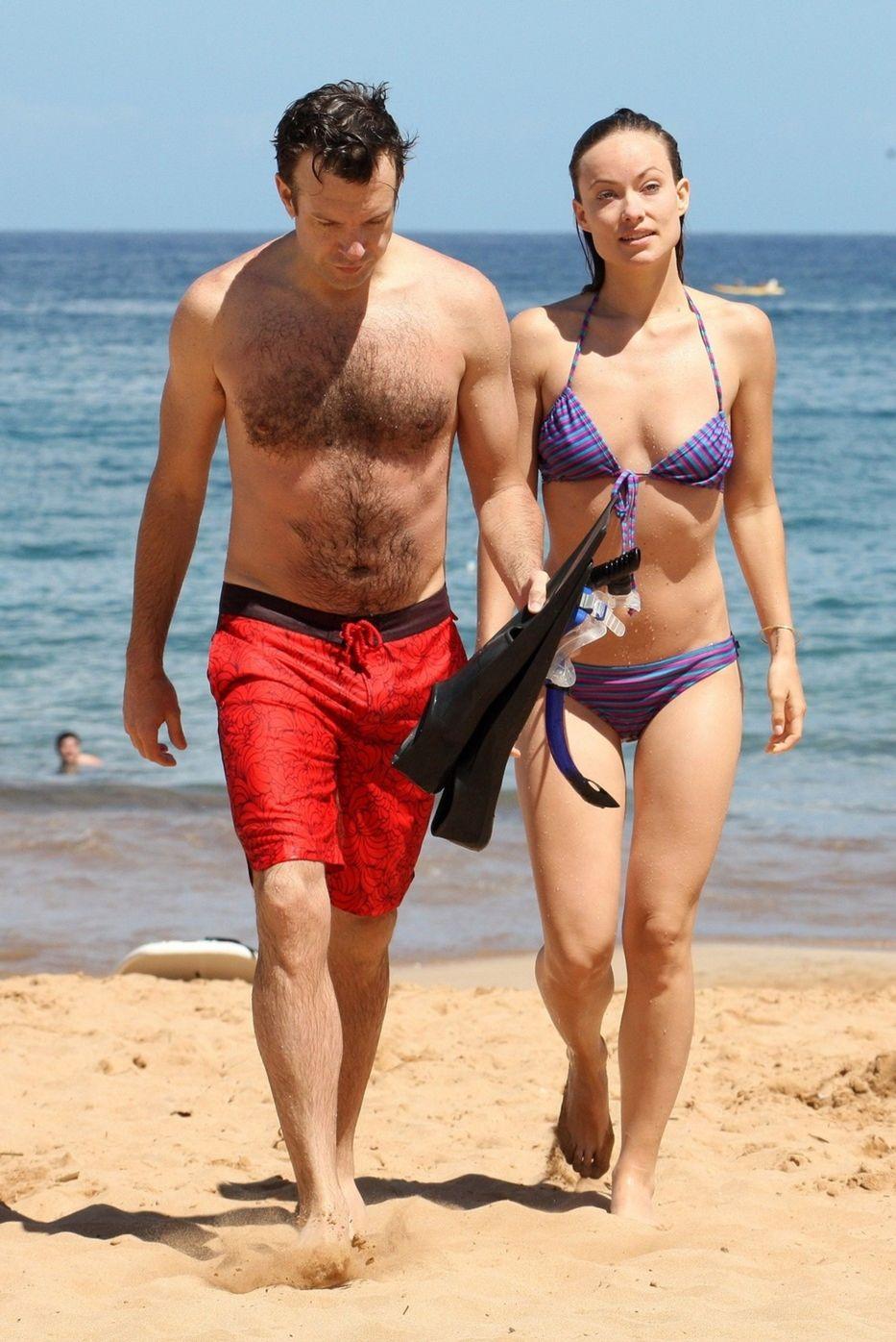 Herečka Olivia Wilde so svojím snúbencom Jasonom Sudeikisom na pláži na Havaji.