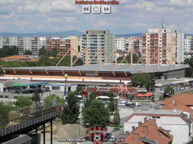 Výkopové práce v okolí štadióna. Nová aréna v Trnave má byť súčasťou nákupného centra.