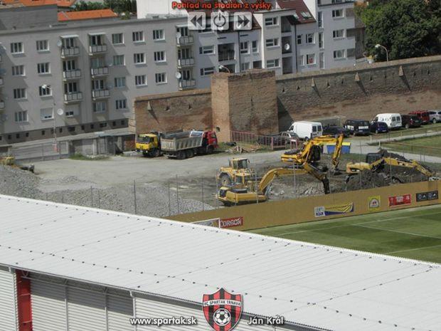 Po tribúne nezostalo nič. Čoskoro na tom mieste vyrastie nová, moderná aréna.