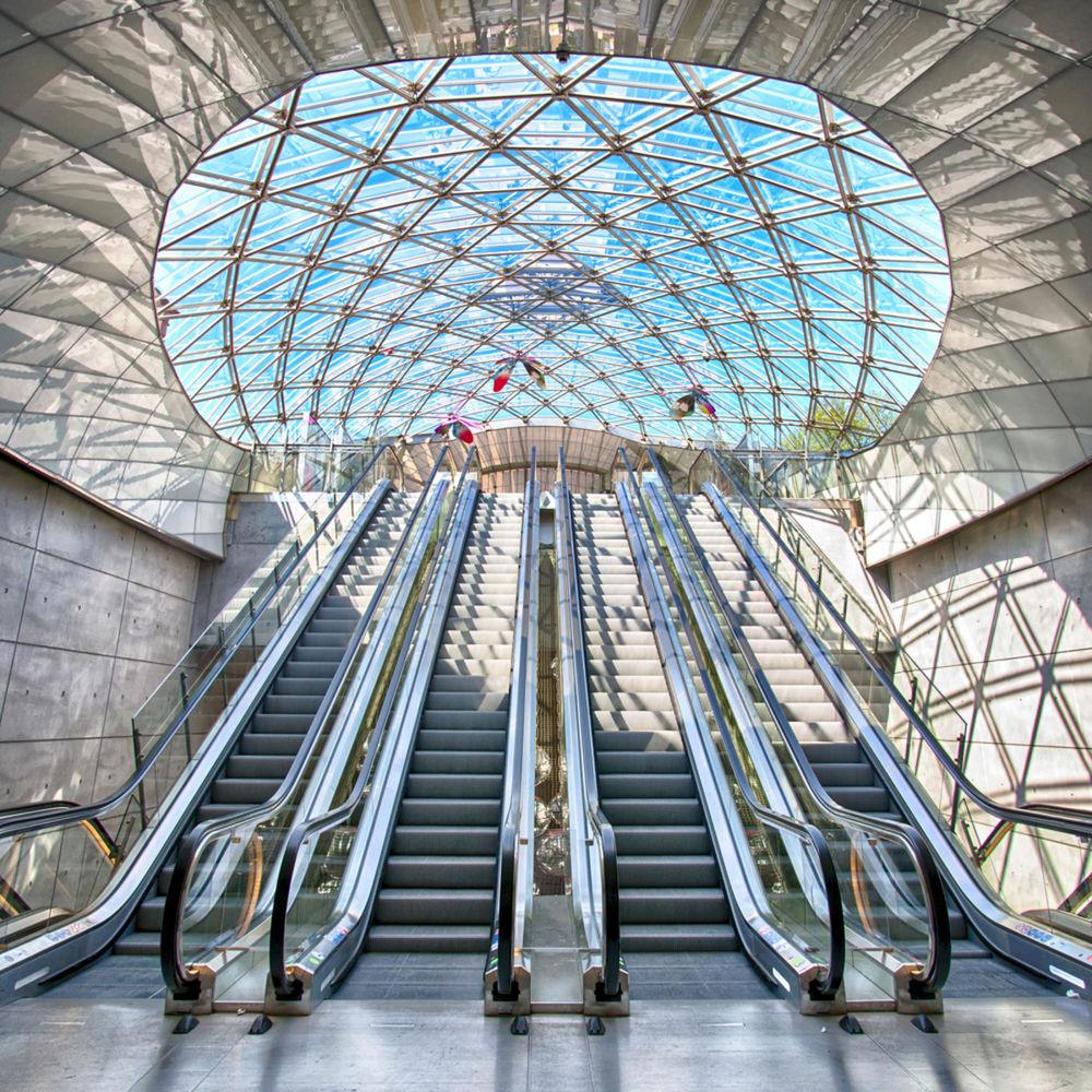 Pohyblivé schody sú súčasťou každej modernej budovy.