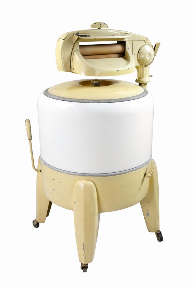 Elektrické práčky sa netešili veľkej obľube až do šesťdesiatych rokov 20. storočia.