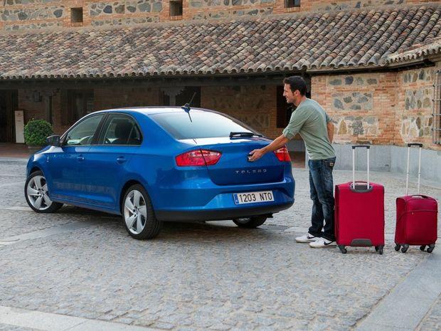 Stierač zadného okna je za príplatok 66 eur k dispozícii len pre dve vyššie úrovne výbav. Zadné parkovacie senzory dostanete za 176 eur.