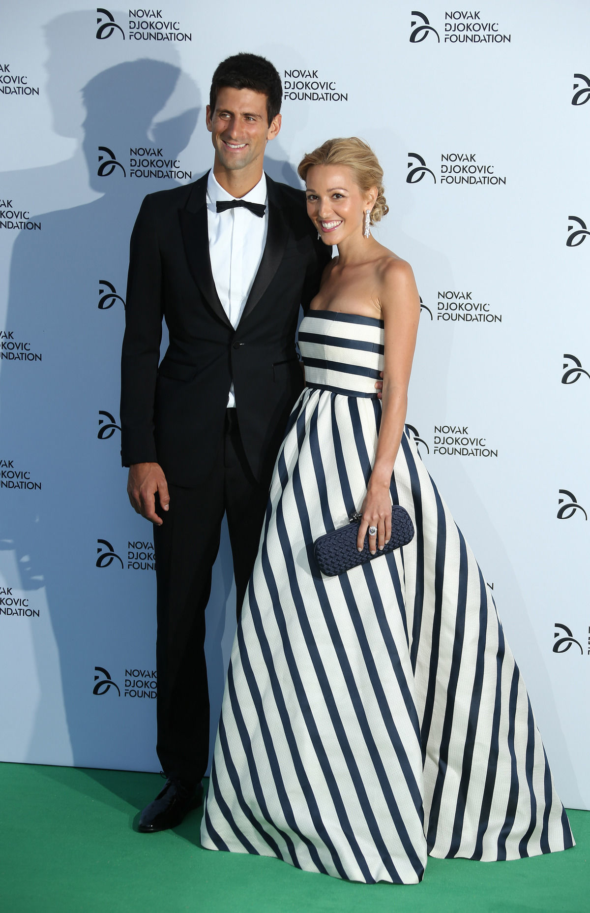 Tenista Novak Djokovič a jeho priateľka Jelena Ristič na benefičnej večeri Djokovičovej nadácie.