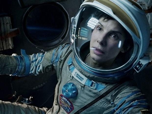 Rok 2013: Herečka Sandra Bullock ako astronautka Ryan Stone vo filme Gravitácia.
