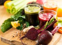 Chutné a zdravé sú zeleninovo-ovocné šťavy, ktoré si môžete pripraviť aj doma.