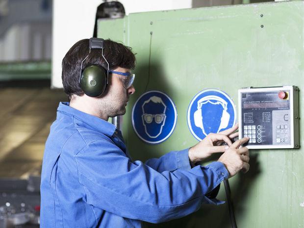 práca, zamestnanie, strojár, strojárstvo, priemysel