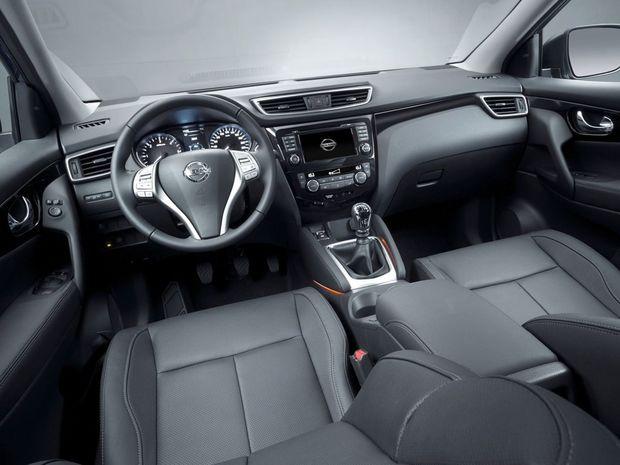 Precízne spracovaný interiér obsahuje 7-palcové rozhranie Nissan Connect a 5-palcový displej na prístrojovom paneli.