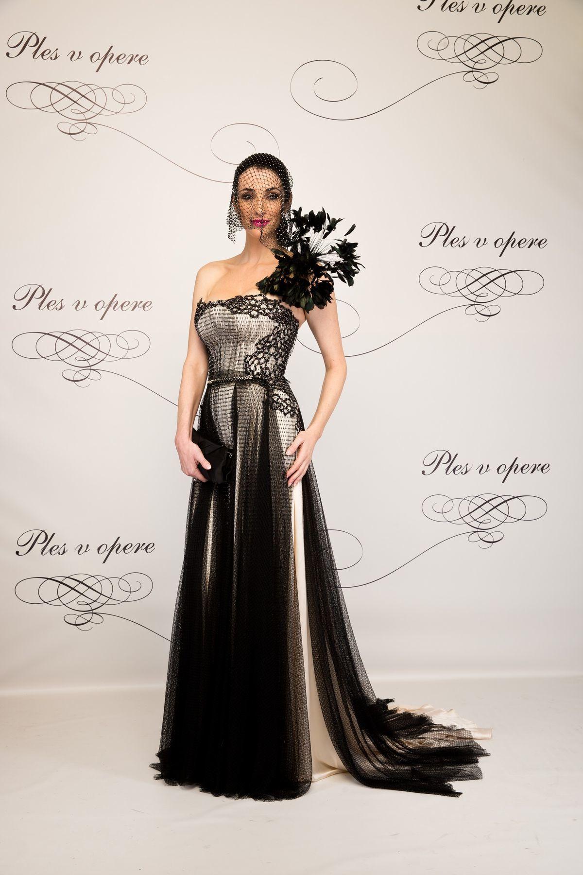 474728f674f7 Lucia Hablovičová v šatách z dielne Borisa Hanečku.