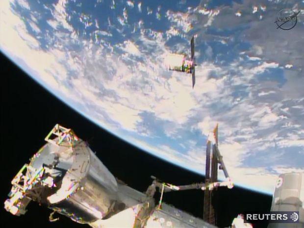 Cygnus, ISS, vesmír