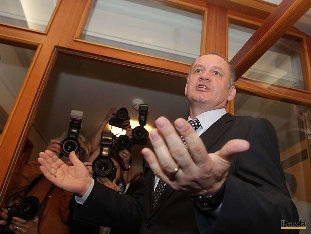 Andrej Kiska prišiel po uzavretí volebných miestností do svojej centrály a bude čakať na výsledky 2. kola volieb prezidenta.