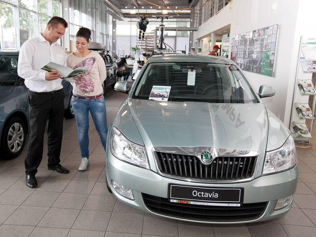Vlani narástol trh s osobnými autami o 7,9 percenta. Zároveň dosiahol najlepší výsledok od krízového roka 2010. Stále však platí, že najväčší podiel pripadá na nákup firiem. Bežní spotrebitelia sú v menšine.