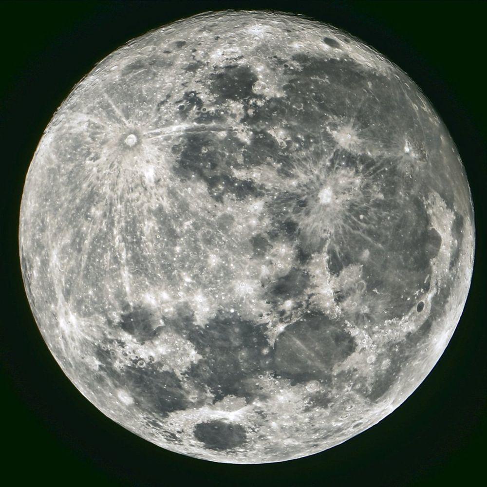 Mesiac, satelit Zeme.