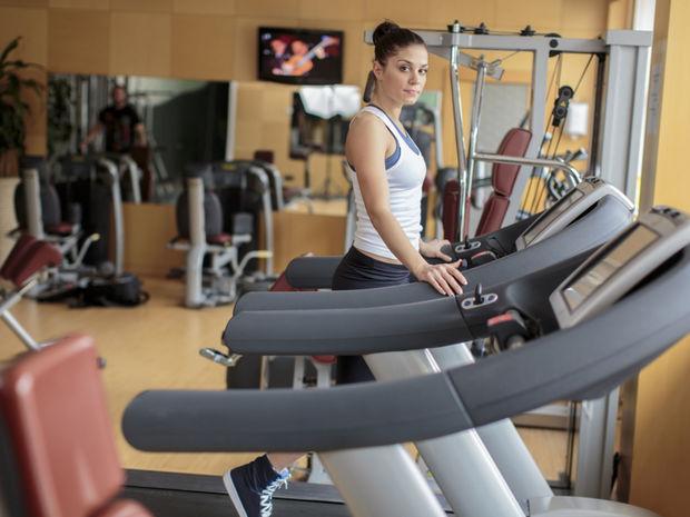 žena, cvičenie, posilňovňa