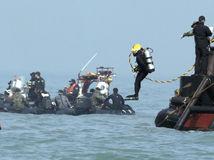 Južná Kórea, trajekt, potápač, pátranie, obete, loď