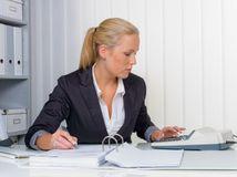 účtovníčka, dane, odvody, úrad, kalkulačka, poistenie