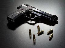 zbraň, pištol