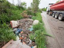 čierna skládka, odpad, okolie zabí majer, bratislava