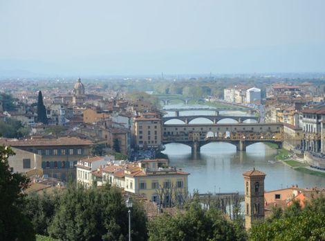 Jednou z dominánt Florencie sú mosty ponad rieku Arnoa. Výhľad z každého z nich je takmer zaručene úchvatný,