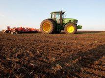 pôda, traktor