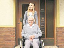 senior, vozík, staroba, imobilita, osteoporóza, invalid