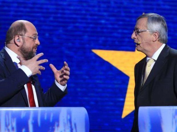 Jeden z nich by sa mal stať novým šéfom Európskej komisie. Kandidát európskych socialistov Martin Schulz (vľavo) a jeho ľudovecký náprotivok Jean-Claude Juncker.