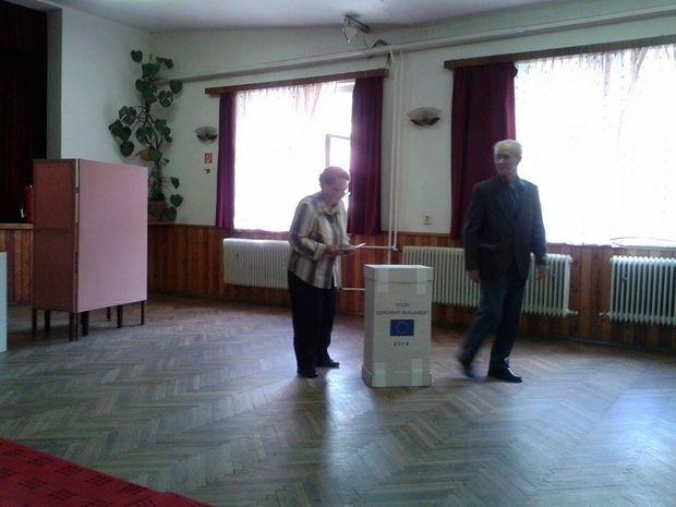 Nízku volebnú účasť hlásia aj na severe Slovenska. V Oravskom Bielom Potoku prišlo do 15.00 k urnám len 25 voličov z 549.