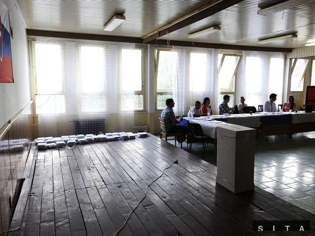 Volebná miestnosť v mestskej časti Košice - Luník IX počas volieb do Európskeho parlamentu.