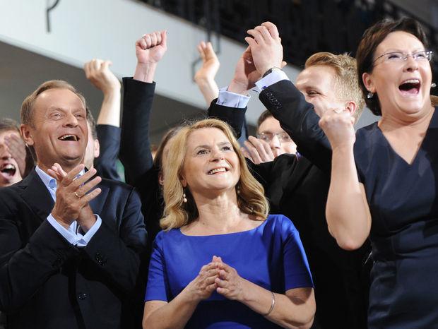 Poľský premiér Donald Tusk sa teší z víťazstva Občianskej platformy v eurovoľbách.