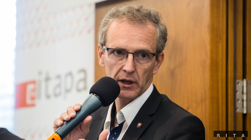 Ministerka Matečná je nekompetentná a mala by odstúpiť, tvrdí europoslanec Štefanec - Domáce - Správy - Pravda.sk