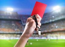 futbal, rozhodca, červená karta, píšťalka