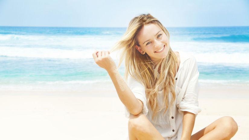 Vlasy môžu žiariť aj počas dovolenky pri mori - Krása a móda - Žena -  Pravda.sk 4bb2fee9c73