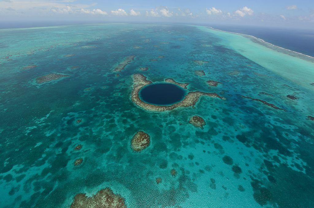 Koralové ostrovy v Karibiku.