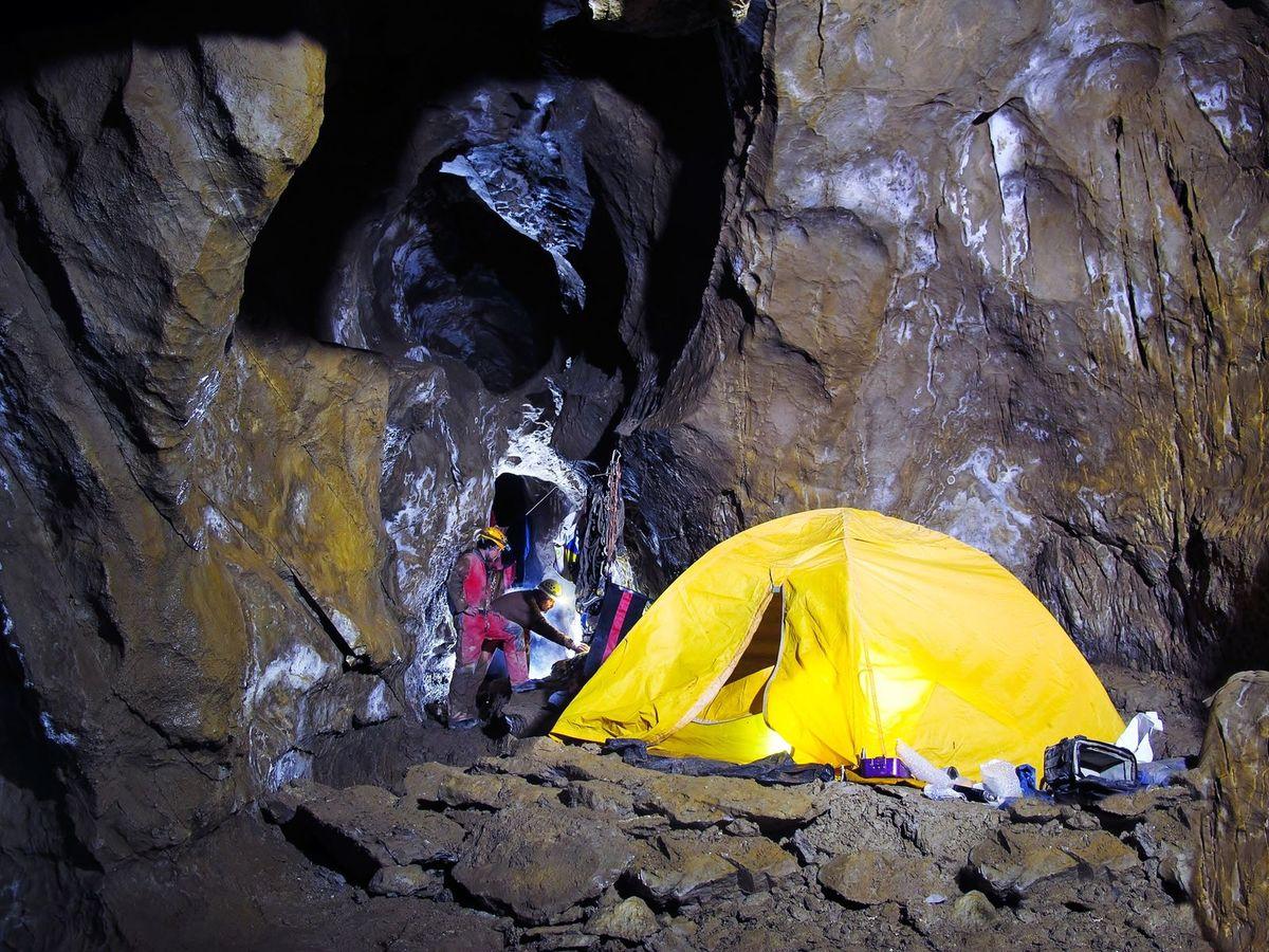 Jeden z jaskynných bivakov.